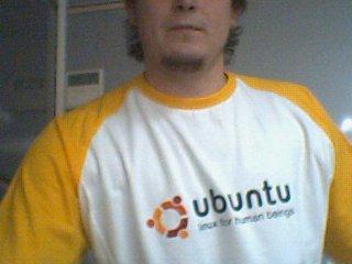 http://www.galder.net/wp-content/uploads/2006/08/camiseta-ubuntu.jpg